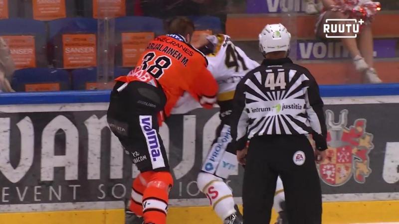 Jari Sailio niittasi HPKn tähtipuolustajan joutui vastaamaan teostaan ilman hanskoja kaksi ulosajoa tappelusta  Финский Хоккей