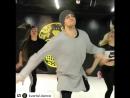 Я со вчерашнего дня без конца смотрю это видео , парень танцует просто космос😍