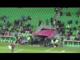 Парень сбежал, когда девушка сделала ему предложение во время футбольного матча