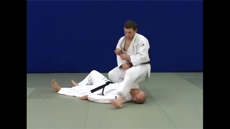 Удэ-хишиги-джуджи-гатамэ — Рычаг локтя захватом руки между ног