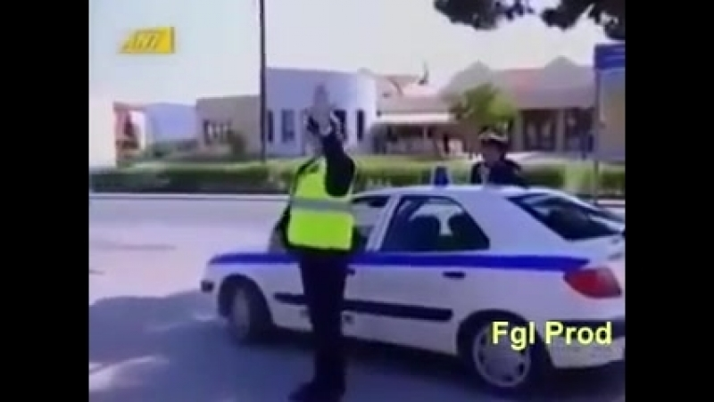 Полицейский остановил мотоциклиста