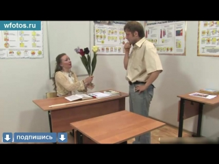 Порно На уроке  студент трахнул училку на столе, школьница, школьник. изнасиловал, учитель, оценка