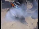 Скутер тоже может жечь.