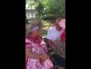 В Коктебеле, бабка жгёт