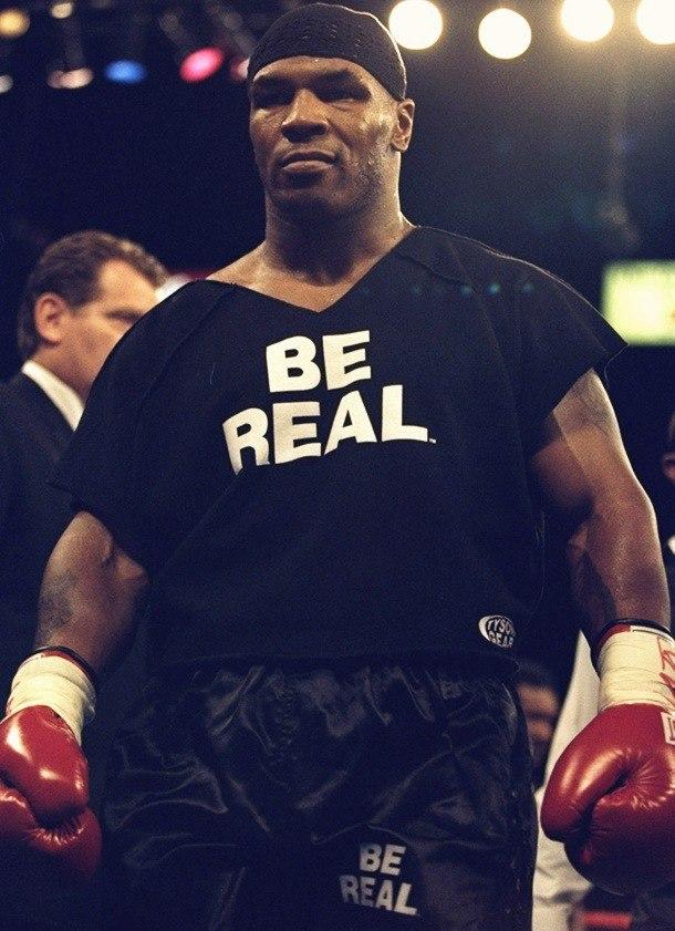 майк тайсон в футболке с надписью be real