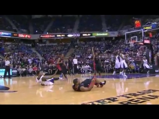 Kyle Lowry offensive foul at end of Kings-Raptors