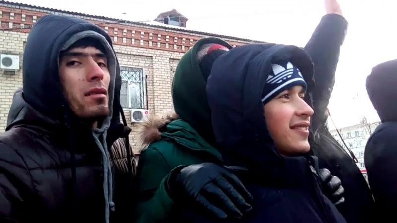 мигранты столпились у центра миграции в Хабаровске