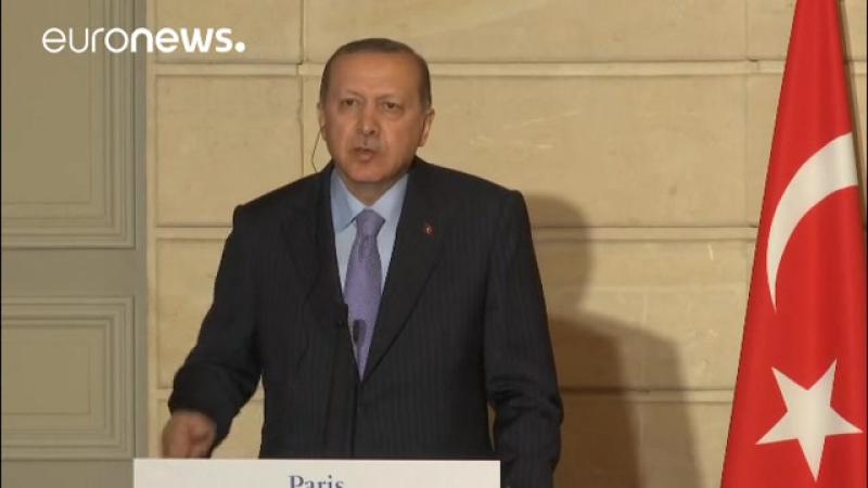Erdogan verliert die Fassung - beim Journalisten-Frage zu Waffen für IS 2014