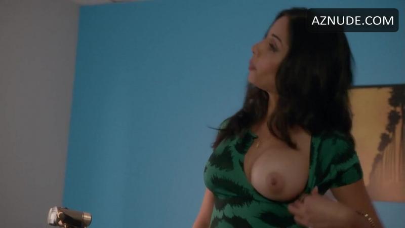 Nishi munshi oops moment boob pop out