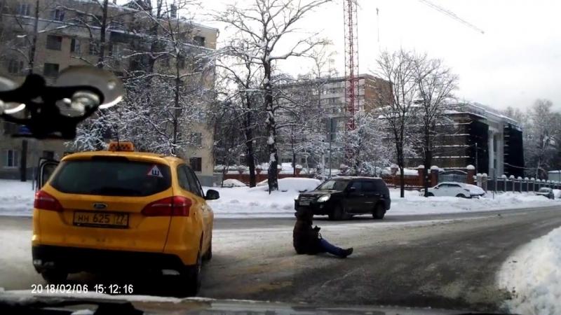 Таксист сбил девушку. ДТП. Москва. 2018, зимой