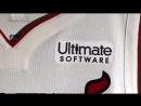 Майами Хит презентовали новую форму с рекламной надписью.