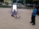 Пьяная баба Галя на детской площадке