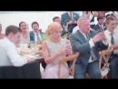 Jon Bon Jovi sorprende y canta en boda