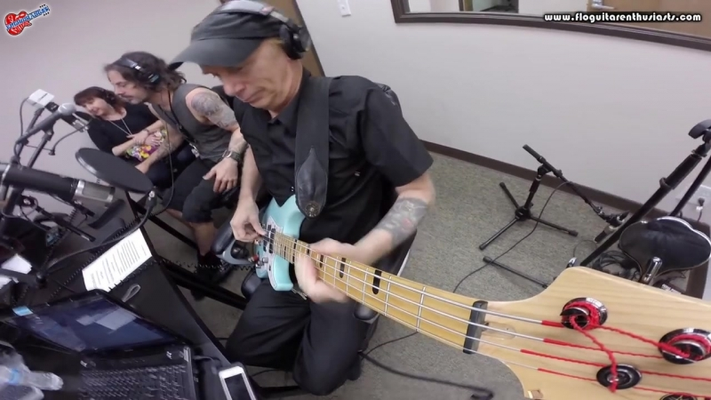 Billy Sheehan's Techniques for Harmonics Neck Bending