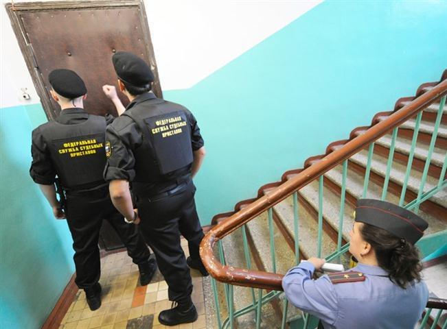 Уралец несмог уехать вКазахстан из-за долгов поалиментам
