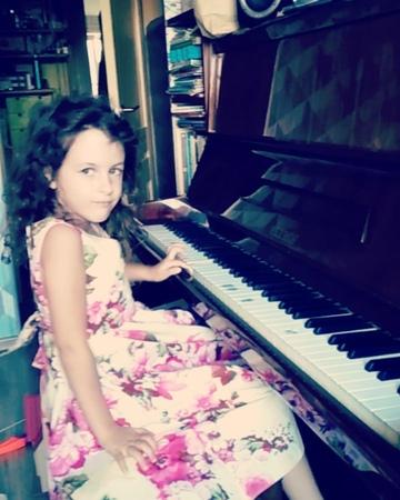 Алина Ростоцкая on Instagram С днём музыки друзья😉 Пусть к вам на макушку почаще садятся ангелы 🌈 Отдельное спасибо нашей музыкальной фее @beres