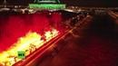 Russland Fans feuern Zenit vor dem Spiel mit Fenerbahçe an im wahrsten Sinne des Wortes