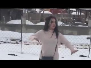 [v-s.mobi]Потомучто я Влюблен Новая Чеченская Музыка Девушка Красиво Танцует Лезгинку (1).mp4