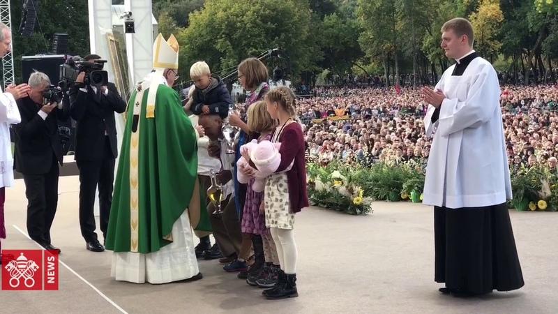 Pope's mass at Sàntakos Park, in Kaunas