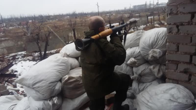Олег Миронов стреляет из РПГ