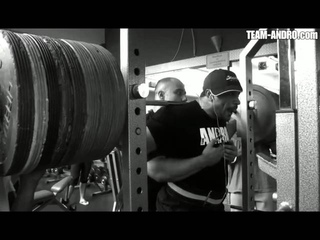 8 reps à 340kg au squat par Roelly Winklaar.