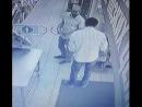 Полицейские Верхней Пышмы разыскивают двух неизвестных которые сняли деньги с чужой карты