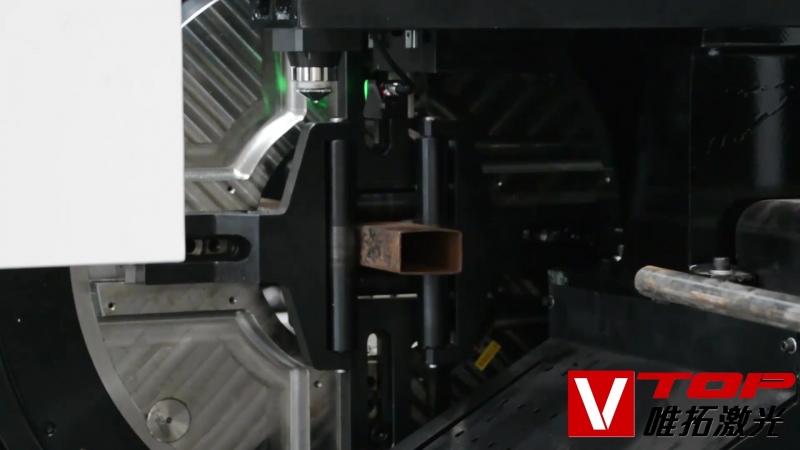 Автоматическая подача материалов плюс идентификация сварки и удаление шлака