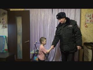 Омичка поблагодарила полицейских за помощь в эвакуации во время пожара