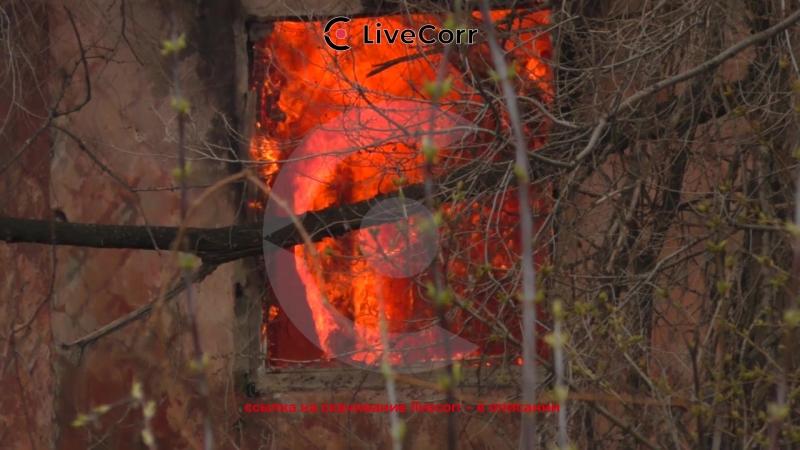 Двухэтажный дом уничтожило пожаром в Саратове