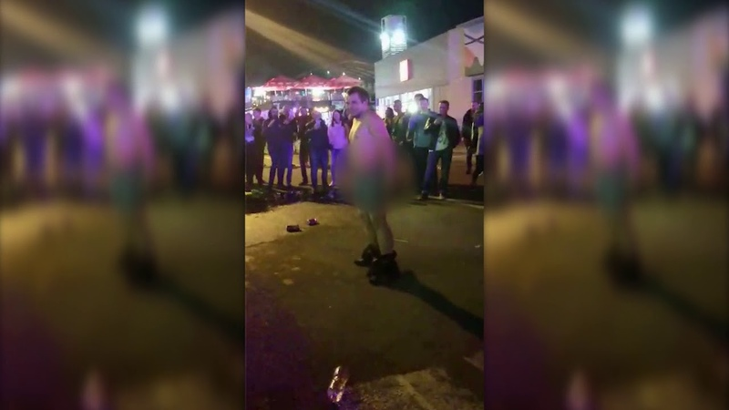 18 ! Голый мужчина устроил танцы в центре Днепра после концерта «Время и Стекло»