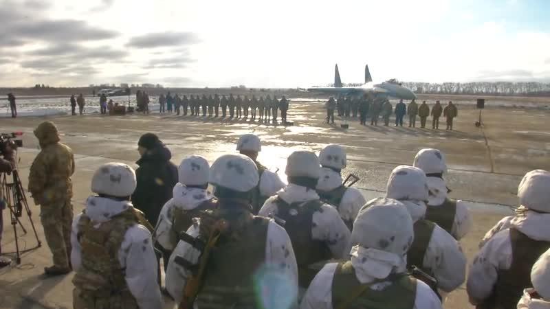 Президент Українські десантники передислоковуються на найбільш небезпечні напрямки.