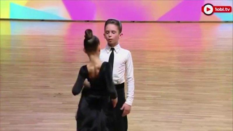 Фрагменты танцев Захарова Степана и Крапивиной Арины пары № 87 снятые 1obl.tv в Челябинске