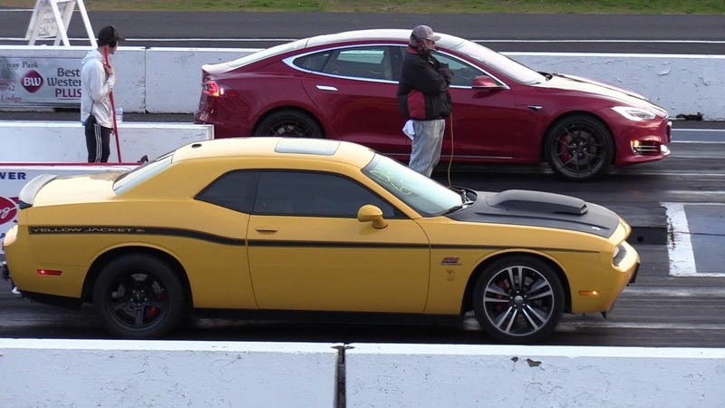 Tesla vs Dodge Challenger SRT - drag race