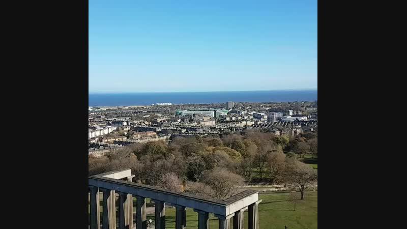 Utsikt frå Admiral Nelsons monument over flotte Edinburgh idag i eit utruleg fl 750 X 750 mp4