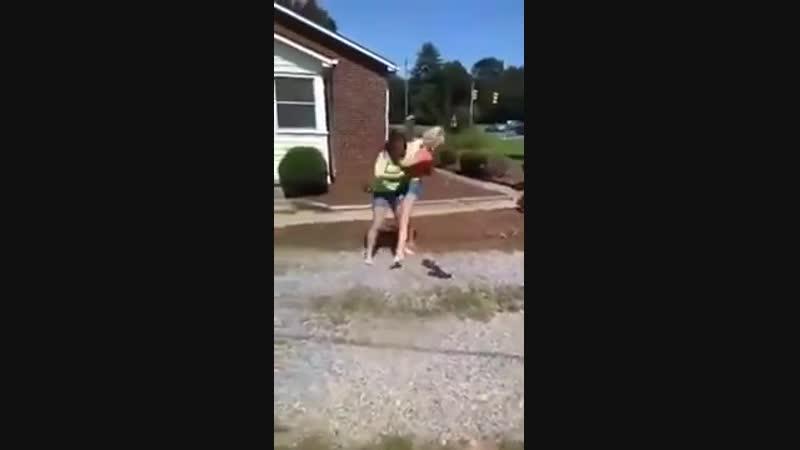 Brutal chick fight