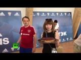Тортик от российской сборной по футболу: команда поздравила журналиста RT с днём рождения