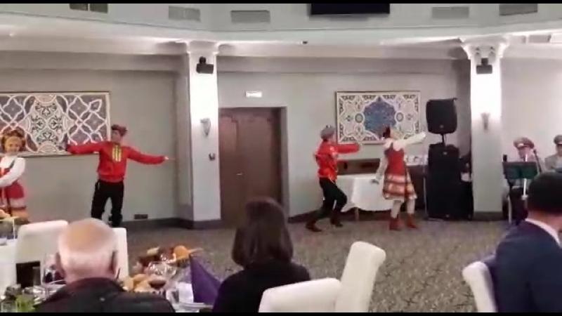 русский танец в исполнении шоу-балет DARA
