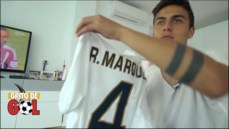 DYBALA antes de jugar en la Juventus muestra algunas de las camisas que ha intercambiado en Italia