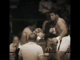 Легендарный эпизод в истории мирового бокса из поединка Мохаммеда Аль против Сонни Листона