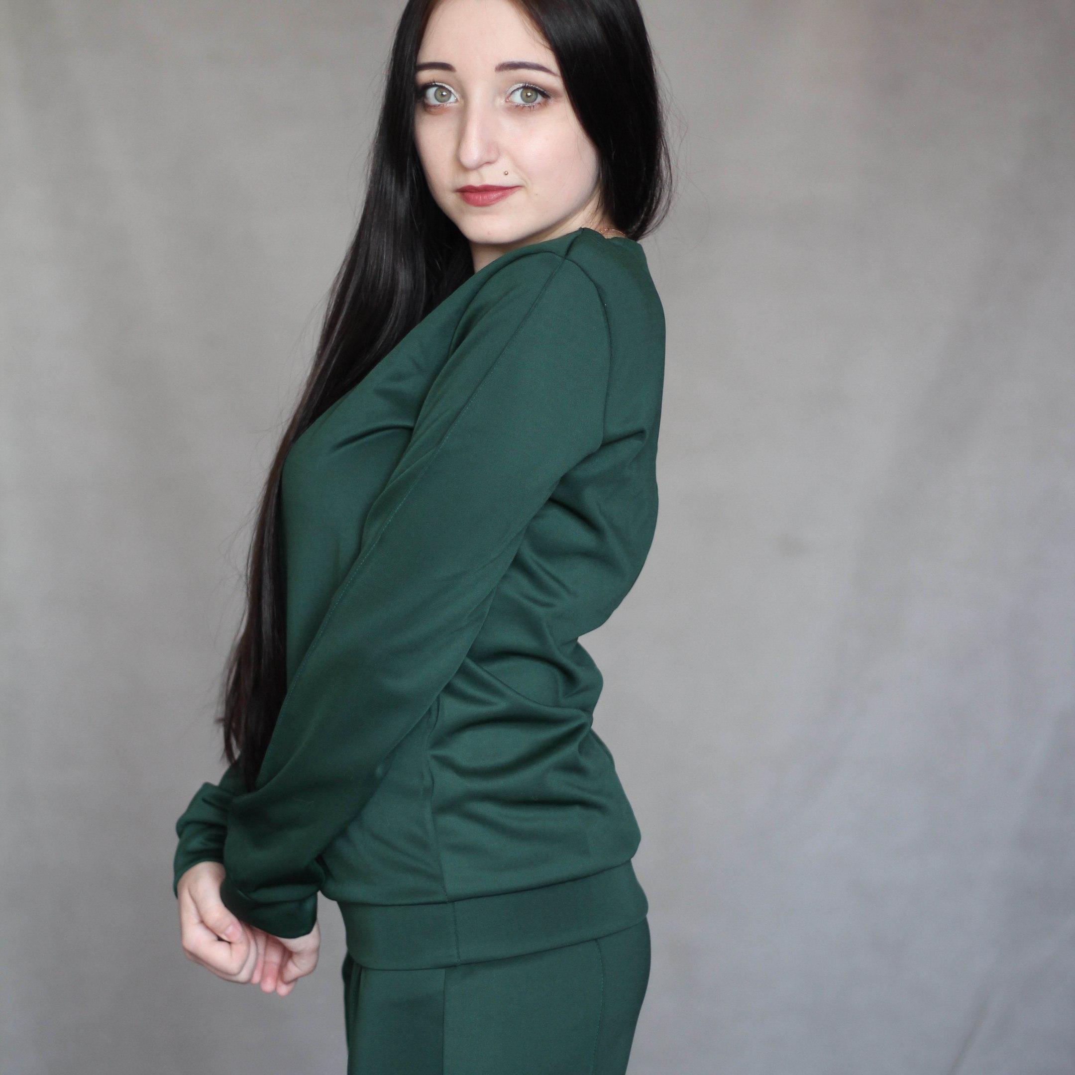 Хороший костюм зеленого цвета