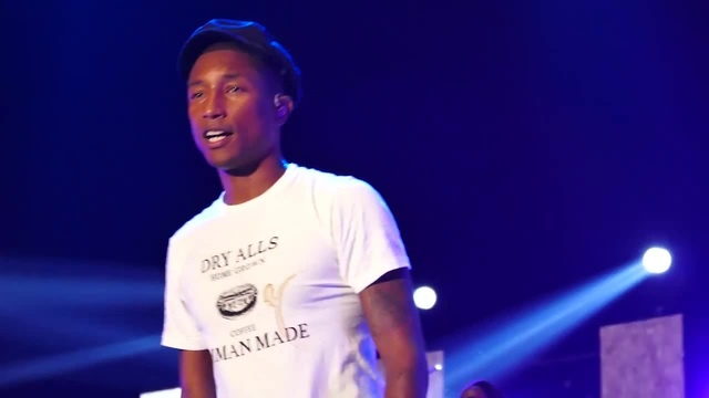 Pharrell williams Blurred lines get lucky live in korea seoul 150814