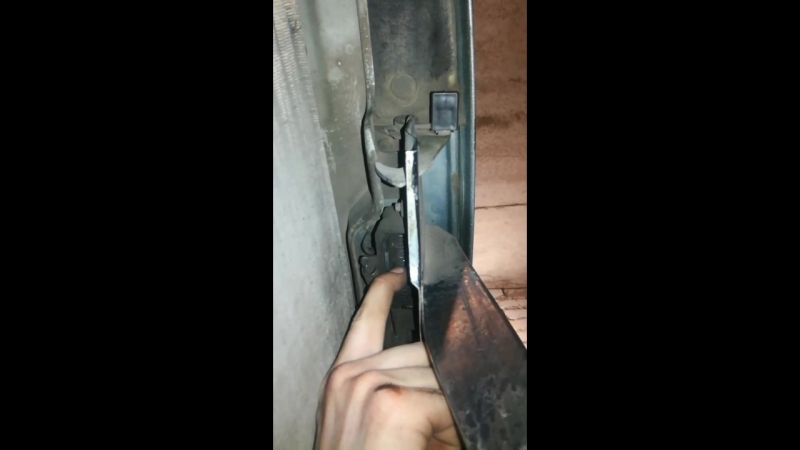 как открыть капот если: сел аккумулятор или порвался тросик