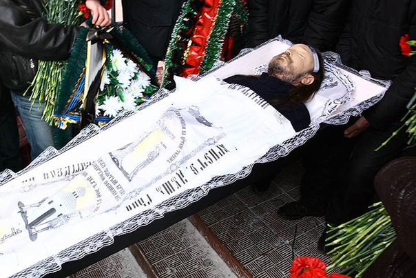 егор летов будущий «патриарх сибирского рока» игорь летов (егор – псевдоним) появился на свет 10 сентября 1964 года в омске, в обычной советской семье. отец егора был военным, затем исполнял