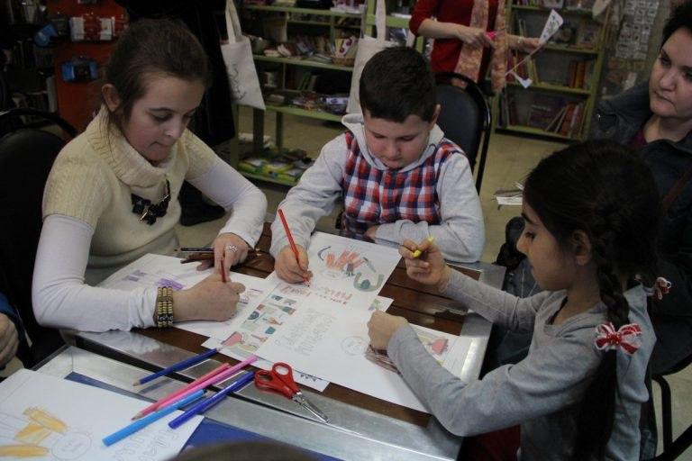 В детской библиотеке на Вятской провели мастер-класс для будущих конструкторов