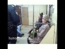 Женщина вызвала милицию на девчонку тк та в общественном месте☝🏼😡слушает музыку в наушниках