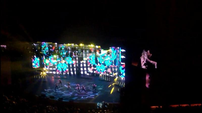 вера брежнева упала на концерте звезды русского радио бедняжка