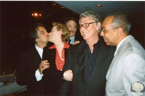 Аль и Мерил в страстном поцелуе, оттеснённый на задний план Кевин Клайн, благовоспитанно отвернувшийся Майк Николс и слегка офигевший Джордж С. Вольф