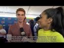 2018 › интервью для ET Canada на ковровой дорожке премии Teen Choice Awards › 12 августа русские субтитры
