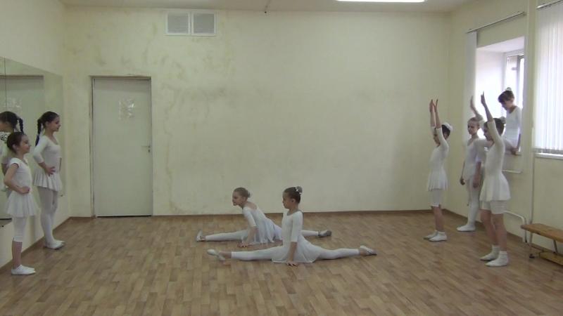 Колесо и шпагат от ансамбля танца '' Конфетти '' школа № 132 г. Самара