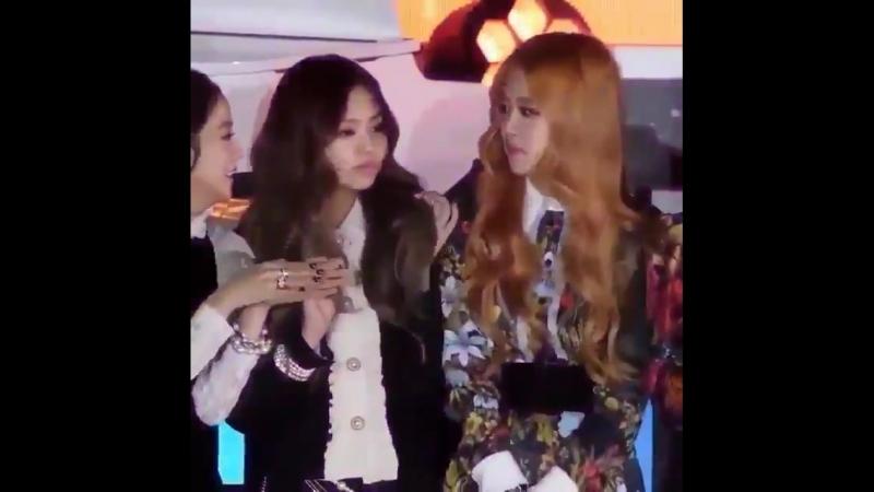 Jennie copying rosé